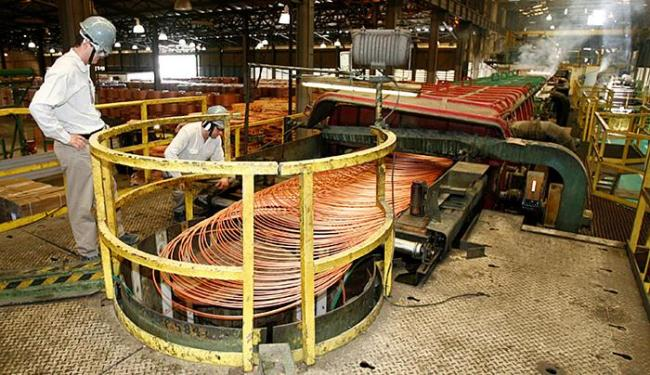 A produção de barras, perfis e vergalhões de cobre e de ligas de cobre registrou alta de quase 30% - Foto: Luciano da Matta l Ag. A TARDE l 17.12.2014