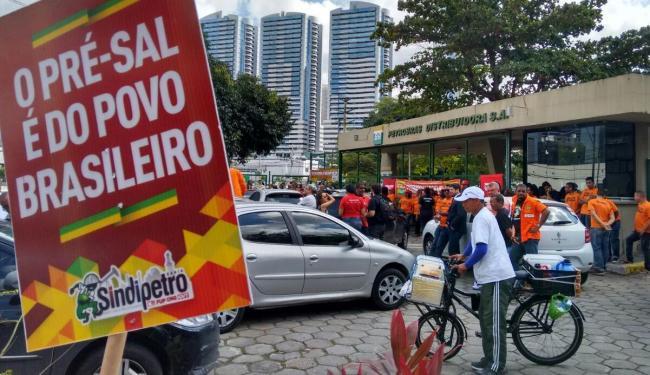 Ato em Salvador faz parte de campanha nacional e ocorre na frente da Fieb - Foto: Edilson Lima | Ag. A TARDE
