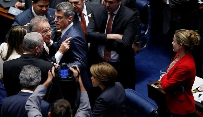 Sessão foi suspensa após confusão entre Renan e Gleisi - Foto: Ueslei Marcelino   Agência Reuters