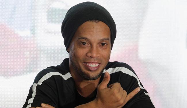 Desde que saiu do Fluminense, Ronaldinho tem feito um giro pelo mundo disputando partidas festivas - Foto: Saul Martinez   Reuters