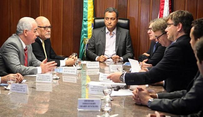 Rui e executivos do Grupo Engie Tractebel assinaram protocolo de intenções para implantação de compl - Foto: Carla Ornelas l Gov-BA