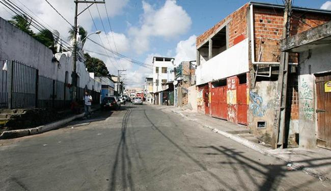 Comércio do bairro fechou após tentativa de atear fogo em ônibus - Foto: Margarida Neide | Ag. A TARDE