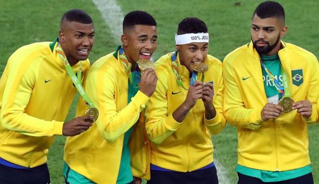 Jogadores da seleção olímpica comemoram o ouro inédito para o futebol do Brasil - Foto: Leonhard Foeger | Agência Reuters