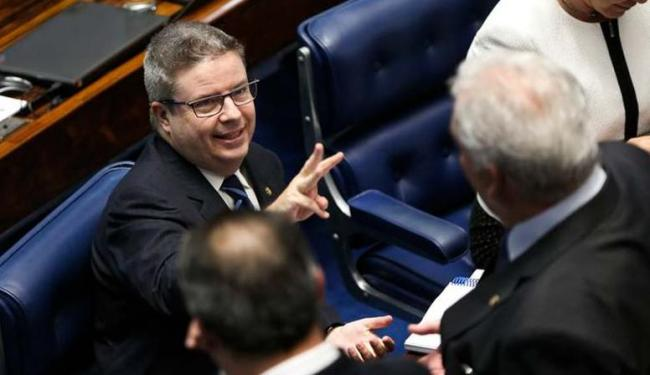 Anastásia, relator do processo de impeachment no Senado, comemora continuidade da ação contra Dilma - Foto: Agência Brasil