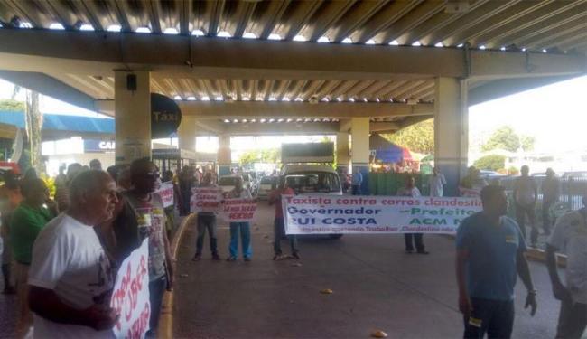 Taxistas cobraram mais fiscalização por parte da Transalvador - Foto: Ana Paula Santos| Ag. A TARDE