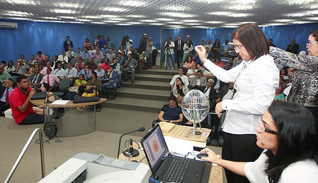 O TRE-BA fez sorteio para definir ordem dos candidatos na propaganda eleitoral - Foto: Luciano da Matta l Ag. A TARDE