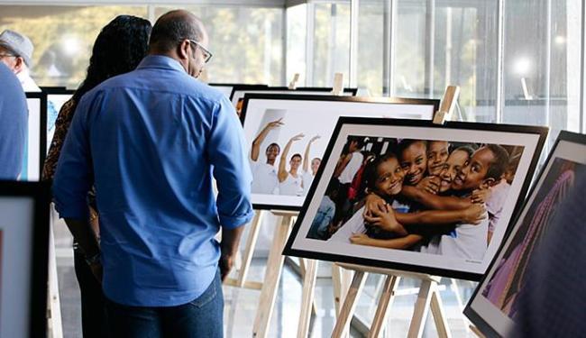 Mostra em cartaz na Governadoria, no CAB, reúne trabalhos dos nove profissionais da Secom - Foto: Luciano da Matta l Ag. A TARDE