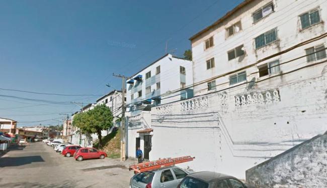 Crime aconteceu próximo à casa das vítimas, na rua Professor Milton Santos, no Vale dos Lagos - Foto: Reprodução | Google Maps