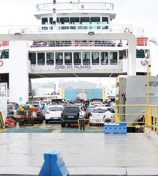 Operário morre após acidente de trabalho em ferryboat - Foto: Edilson Lima   Ag. A TARDE   30.10.2015