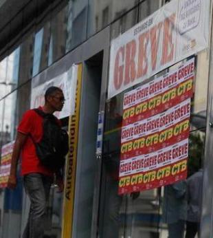 Greve dos bancários já dura 23 dias, a maior desde 2004 - Foto: Edilson Lima | Ag. A TARDE