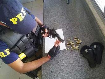 Suspeito foi encaminhado para a polícia judiciária local - Foto: Divulgação   PRF-BA