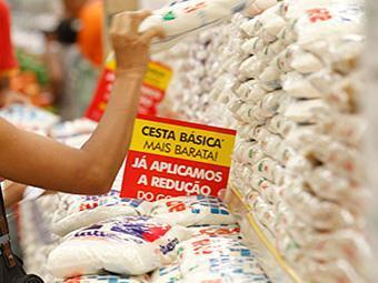 A cesta básica em Salvador tem valor médio de R$ 376,45 - Foto: Lúcio Távora   Ag. A TARDE