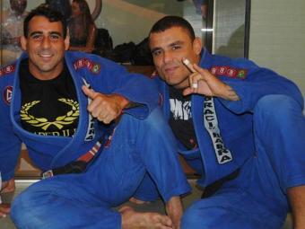 Leônidas (à esquerda) ensina Jiu-Jitsu a Leleco (à direita) há quinze anos - Foto: Divulgação