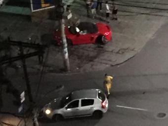 Batida entre os veículos ocorreu na madrugada desta sexta - Foto: Cidadão Repórter | Via WhatsApp