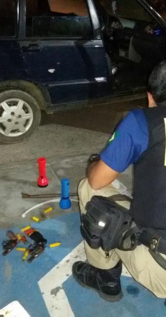 A PRF encontrou armas e munições com os criminosos - Foto: Reprodução | PRF Bahia