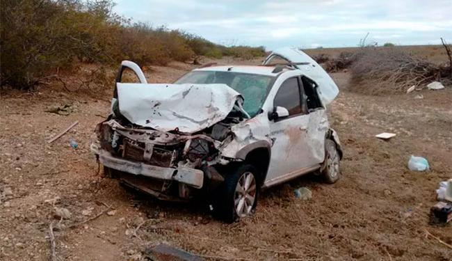 Motorista perdeu controle do carro, que saiu da pista e capotou na BR-407 - Foto: Reprodução | TV São Francisco