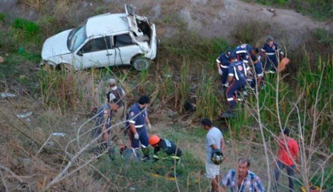 Motorista perdeu o controle do carro que caiu em uma ribanceira - Foto: Reprodução | Blog do Anderson