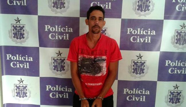 Adailton foi preso por assalto e por crime ambiental, pois a polícia encontrou pássaros com ele - Foto: Divulgação   Polícia Civil