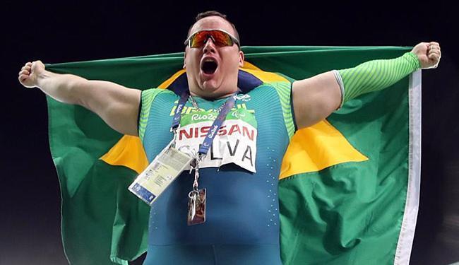 Alessandro Silva comemorou após conquistar o ouro no lançamento de disco F11 - Foto: Rio 2016 l Brandão