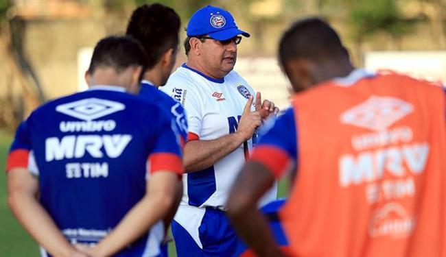 Guto Ferreira comandando o treino do Bahia - Foto: Felipe Oliveira   EC Bahia   Divulgação
