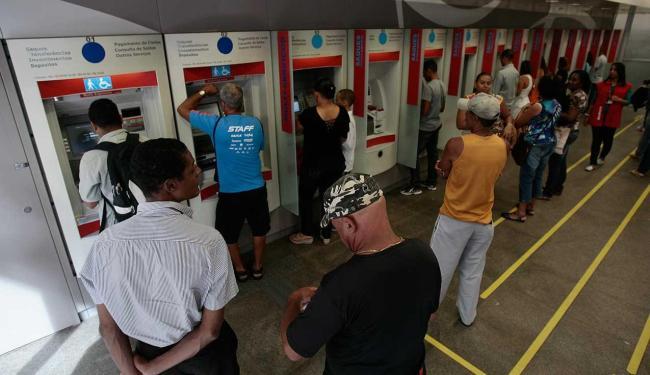 Os bancários pedem 14,78% de reajuste salarial e melhores condições de trabalho - Foto: Raul Spinassé | Ag. A TARDE