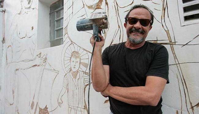 Bel Borba e seu material para fazer arte - Foto: Mila Cordeiro | Ag. A TARDE