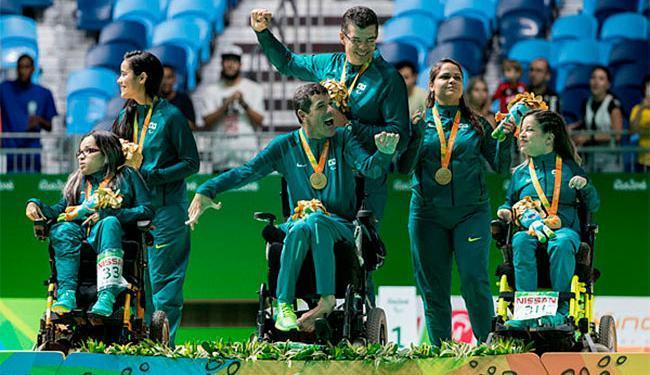 Equipe da classe BC3 comemora ouro inédito - Foto: Daniel Zappe | MPIX/CPB | Divulgação