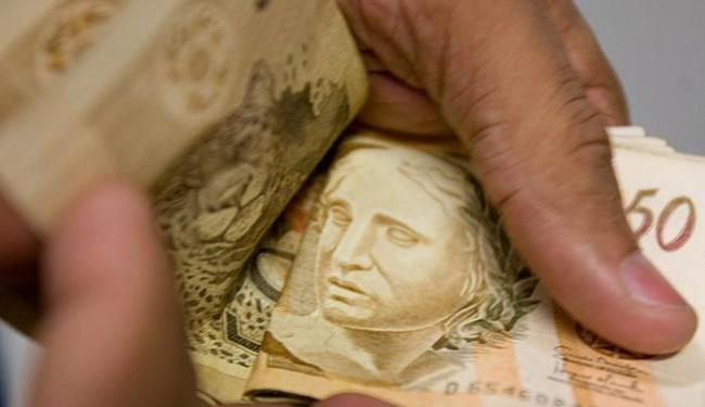 Pagamento dos servidores será transferido da conta-salário para a conta-corrente ou poupança - Foto: Thiago Teixeira I Ag. A TARDE l 30.01.2009