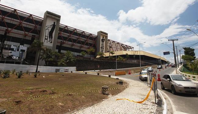 Centro de Convenções está com faixas interditando o entorno - Foto: Raul Spinassé | Ag. A TARDE