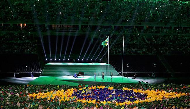Bandeira humana foi formada ao som do piano do maestro João Carlos Martins - Foto: Sergio Moraes l Reutetrs