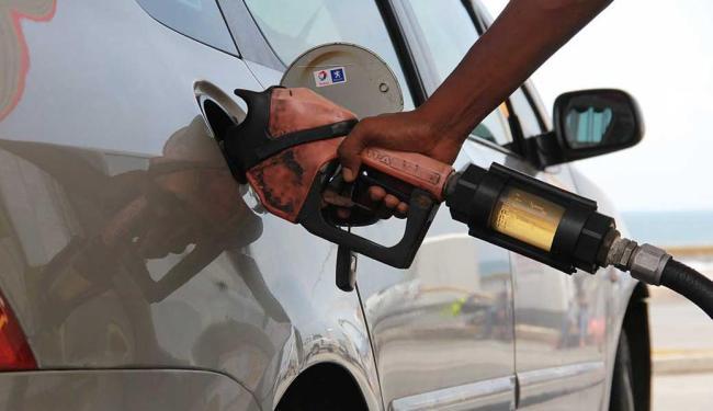 Sindicato apontou problema em refinaria para a falta de combustível - Foto: Joá Souza   Ag. A Tarde