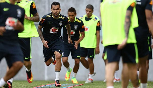 Baiano Daniel Alves também foi capitão com Dunga - Foto: Lucas Figueiredo l CBF