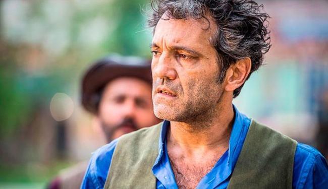 Domingos Montagner, que morreu no rio São Francisco, interpretava o personagem 'Santo' na trama - Foto: Reprodução | TV Globo