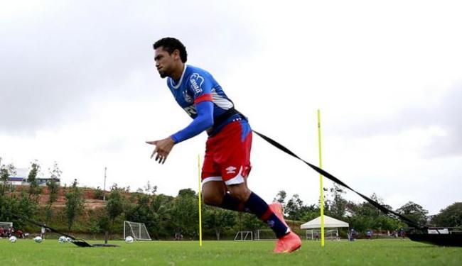 Hernane treinando nesta quinta-feira, 22, de olho no jogo contra o CRB - Foto: Felipe Oliveira | EC Bahia