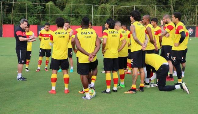 Argel comandou o treino do Leão nesta sexta-feira, 16 - Foto: Francisco Galvão   EC Vitória