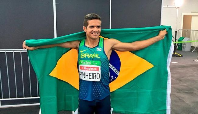 Edson dedicou medalha ao povo brasileiro - Foto: Reprodução   Twitter Brasil 2016