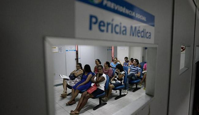 INSS convocou inicialmente 530 mil beneficiários de auxílio-doença - Foto: Raul Spinassé | Ag. A TARDE