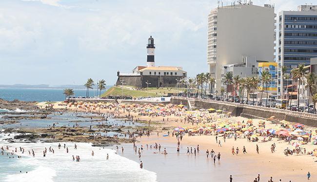 Praia do Farol da Barra é uma das impróprias - Foto: Vaner Casaes | Ag. A TARDE 26.12.2011