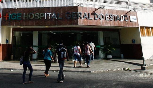 Soldado, que estava internado no HGE, foi transferido para o Hospital da Bahia - Foto: Arestides Baptista | Ag. A TARDE l 30.11.2011