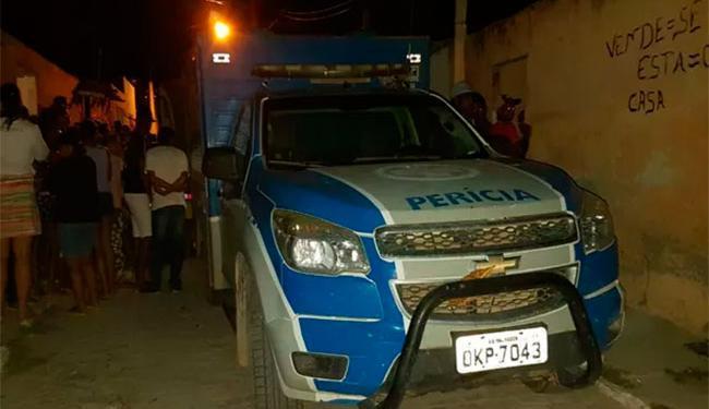 Criança estava deitada em colchão que pegou fogo; polícia investiga caso - Foto: Reprodução | Augusto Urgente