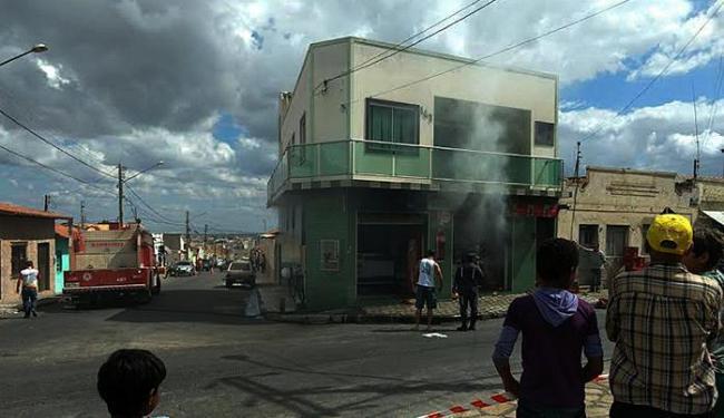 Bombeiros conseguiram controlar chamar - Foto: Blog do Anderson