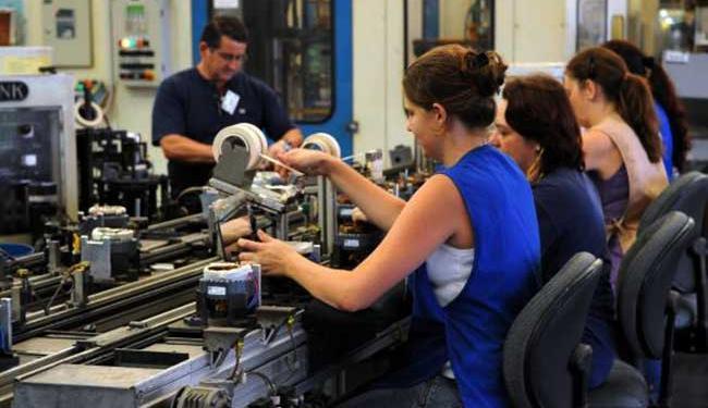 A indústria (-2,4%) foi um dos setores que contribuem para a queda - Foto: Agência Brasil