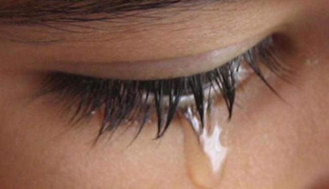 Há hipótese de que a transmissão pode acontecer no contato com a lágrima de infectados - Foto: Reprodução