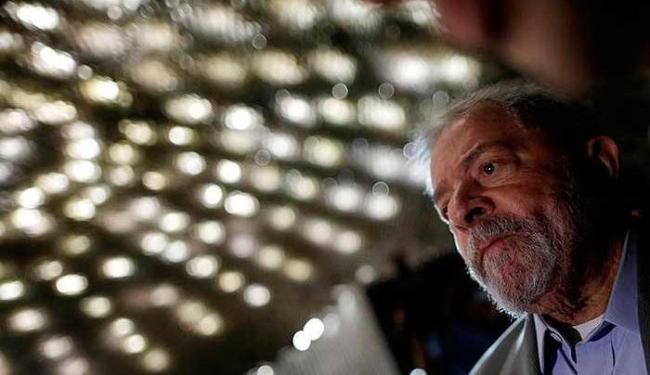 Lula e os demais foram denunciados no caso tríplex no Guarujá (SP) - Foto: Agência Reuters