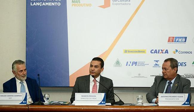 O Ministro Marcos Pereira (C) disse que as ações visam a melhoria da competitividade das indústrias - Foto: Valter Pontes l Coperphoto l Sistema Fieb