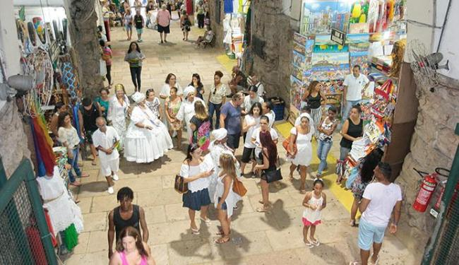 Programação foi aberta com o cortejo de visitas guiadas por baianas em trajes típicos - Foto: Luciano da Matta | Ag. A TARDE
