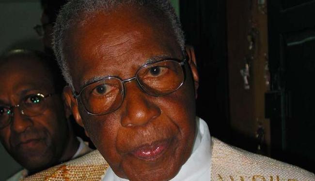 Monsenhor Sadoc foi o religioso responsável pela Igreja da Vitória por muitos anos - Foto: Carlos Casaes | Ag. A TARDE | 07.04.2002