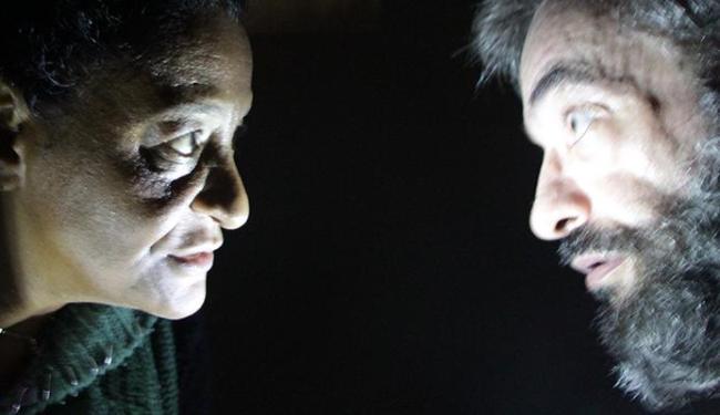 Atores interpretam espetáculo baseado em obra de Gabriel Garcia Marques - Foto: Divulgação