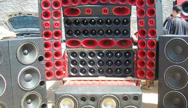 Nas festas paredão são instaladas diversas caixas de som para animar o público - Foto: Reprodução   Lay Amorim   Brumado Notícias
