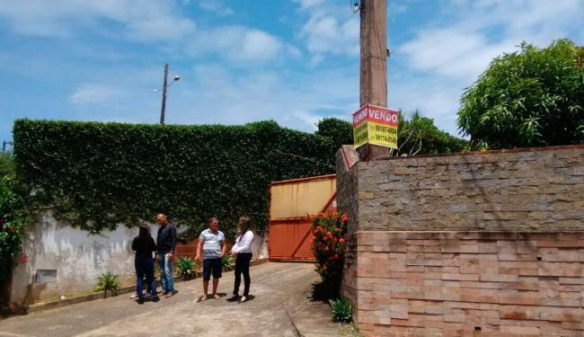 Polícia solicitou nova perícia na casa onde família foi assassinada, na rua Encontro das Árvores - Foto: Edilson Lima | Ag. A TARDE